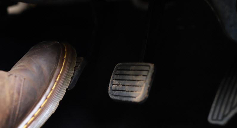 Signs of Pressure Accumulator Failure in Your Porsche